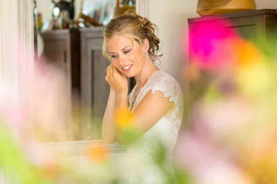 bruid trouwfoto voorbereiding