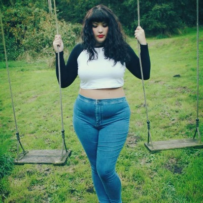 db4d8f2edb8 Style Tips for Curvy or Plus-Size Jeans