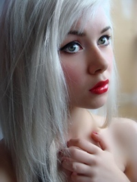 how to dye hair white blonde