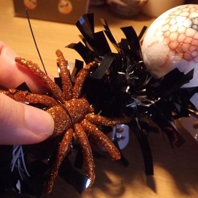 diy-halloween-wreath-spiders