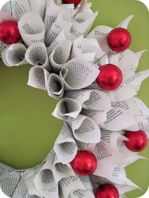book-christmas-wreath