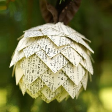 christmas-tree-decorations-for-book-lovers