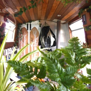 houseboat decorating tips for small spaces