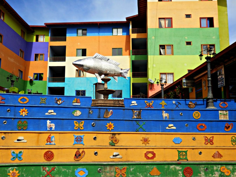 We spent an afternoon exploring things to do in Guatape. We climbed El Penon, ate vegan food and enjoyed the colourful architecture