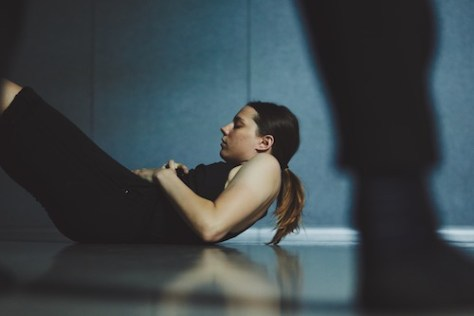 Photo of Raine Kearns in rehearsal for Nullius in Verba