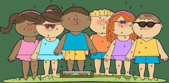 kids in water sprinkler