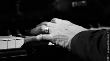 Karlos Giménez. Unas manos al piano... Fotografía de Igor San José