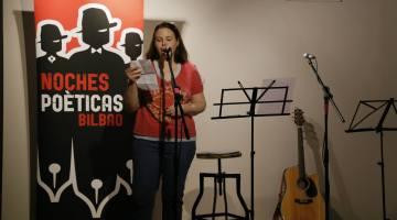 Amaia Villa en Noches Poéticas. Biografía de la autora.