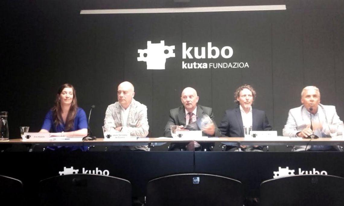 En la rueda de prensa: Ane Abalde, Directora Sala Kutxa; Javier González Durana, comisario de la muestra; Carlos Ruiz, Director de Kutxa; Mari Lazkano. y Xabier Zabaleta.