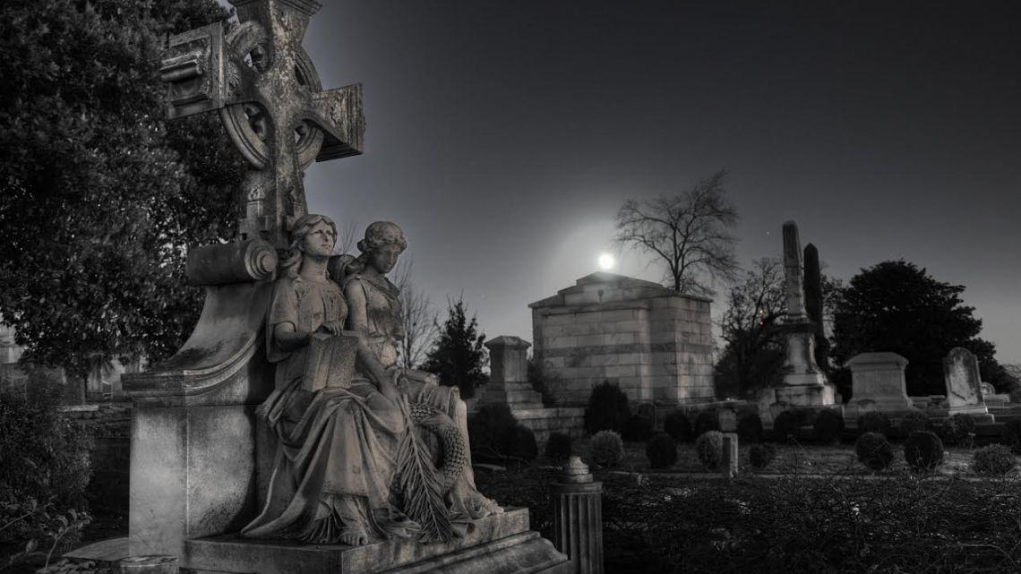 Noche de Halloween en MoonMagazine: Cementerio para lunáticos de Ray Bradbury