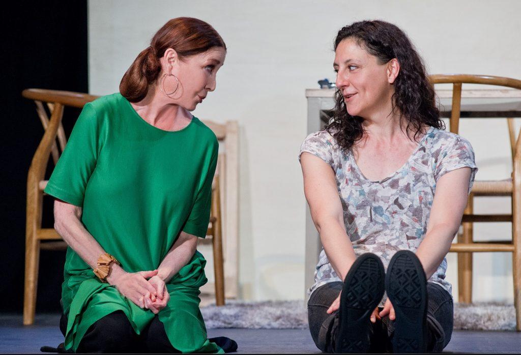 Verónica Forqué y Nuria Mencía en La respiración. Foto de Javier Naval