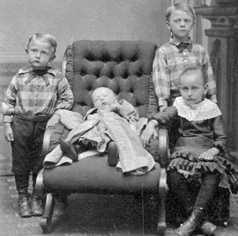 La muerte y la vida en una imagen: todo lo que quieres saber sobre la fotografía post mortem