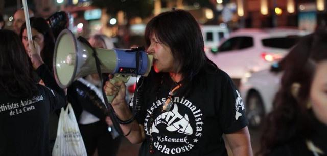 Mujeres que defienden a las orcas 5