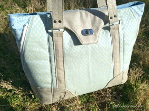 Moore Approved Swoon Patterns Harriet bag Jennifer Sampou Shimmer II Fabric Cotton and Steel Sparkle Canvas cloud front unzippered