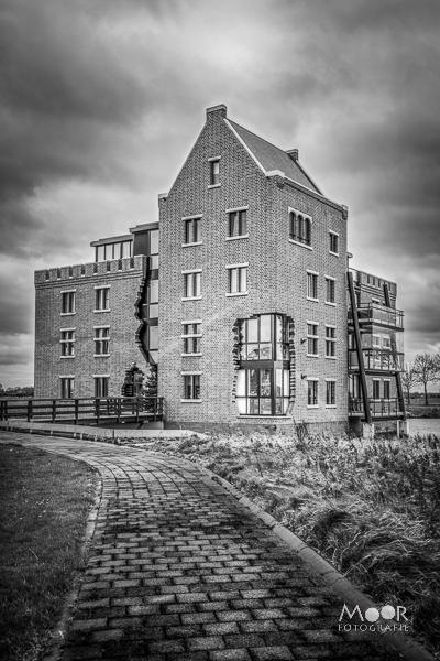 Woordloze Woensdag Woudrichem Woerkum huis kasteel Zwart Wit