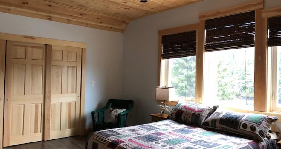 Moose River Lookout Queen Bedroom