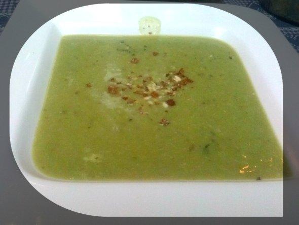 krem supa brokoli i orasi mooshema