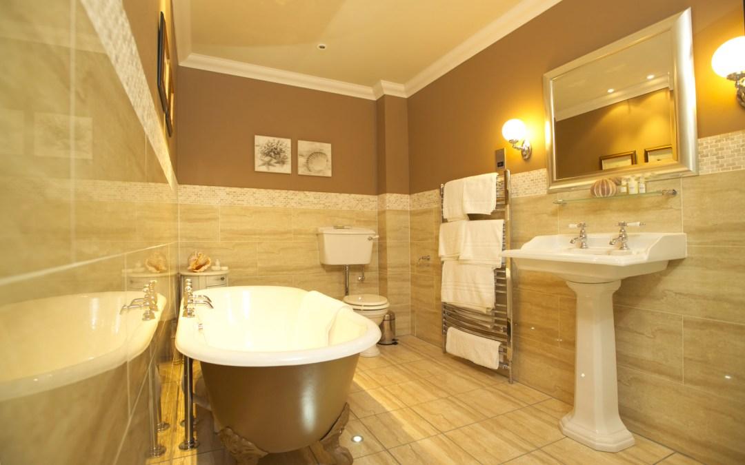 Inspiração Dourada para Banheiros