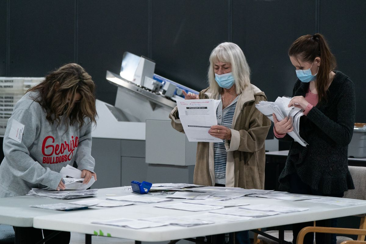 """EE.UU.: Oficiales a cargo de la elección aseguran que """"no hay evidencia"""" de fraude"""