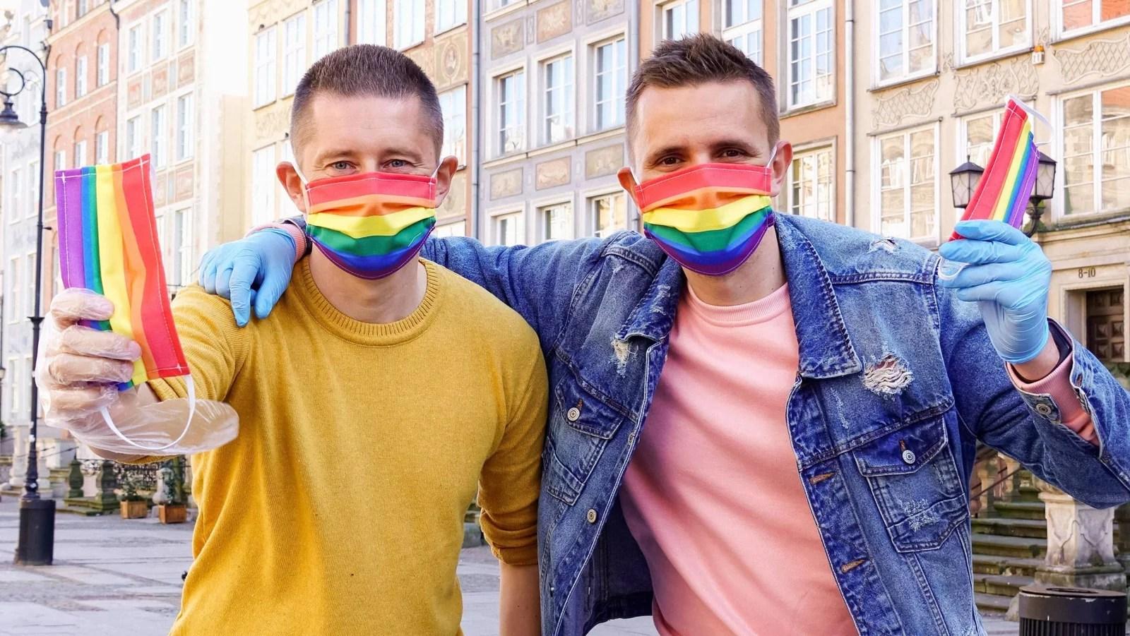 """Los hombres homosexuales que """"suenan gays"""" sufren más discriminación, según un estudio"""
