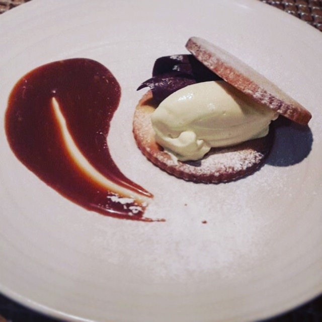 Black and white chocolate cream sandwich biscuit, caramel sauce