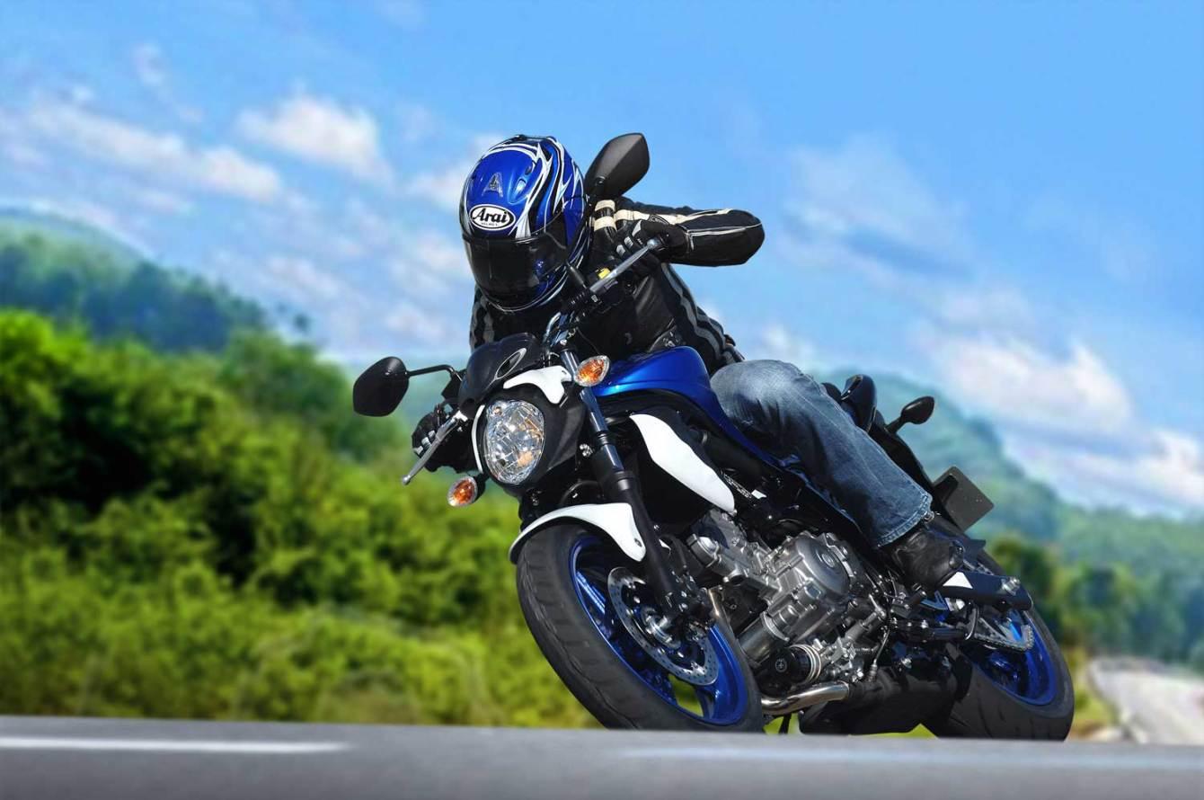 2014-Suzuki-SFV650-action-1