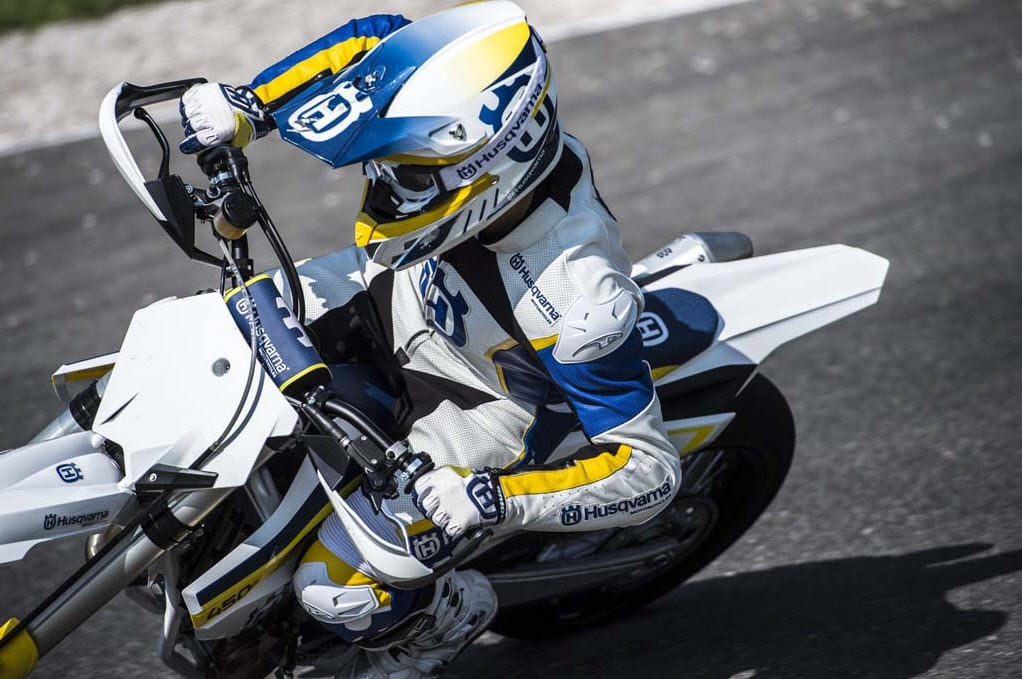 2015-Husqvarna-FS-450-Supermoto-In-Action_12