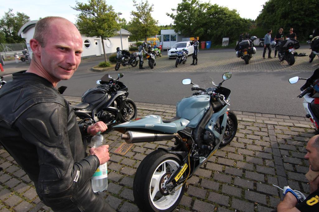 nuerburgring-motorrad-andy-carlile-yam
