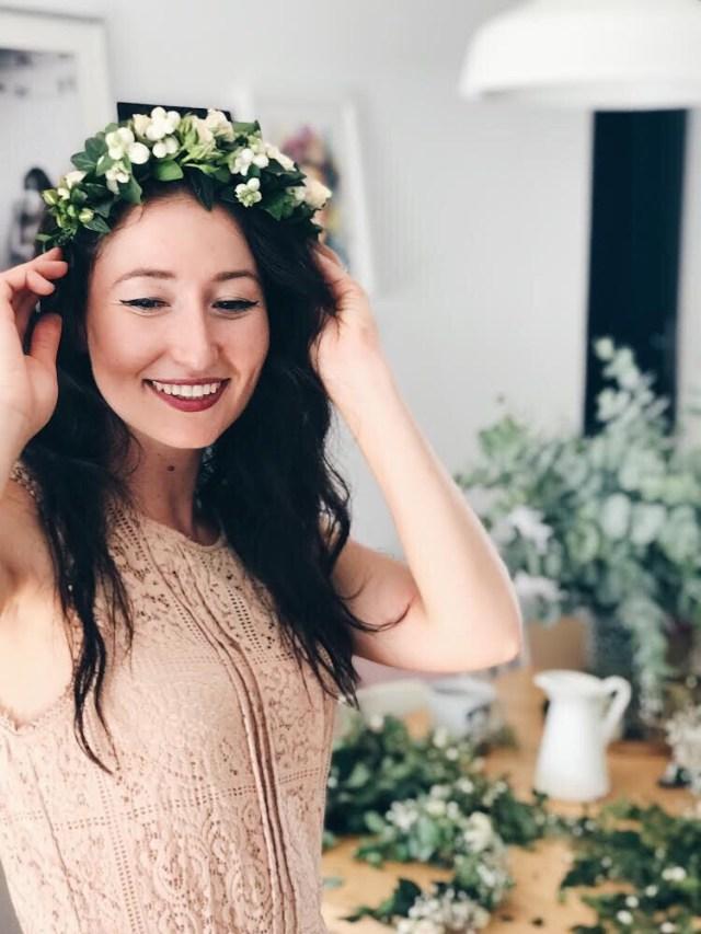 cvjetna kruna na glavi