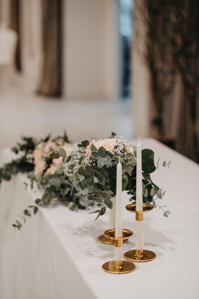 eukaliptus dekoracija zlatni svijećnjak