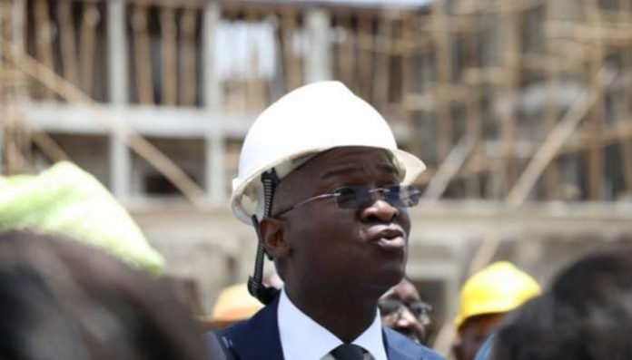 "Speaking at the inauguration of a 969 meter 'Rebisi' double carriage overpass in Port Harcourt on Saturday, the Minister of Works and Housing, by Mr. Babatunde Fashola, who made the pronouncement also said that the Federal Government ""does not It is in competition with any state '' of the federation on the implementation of the project."