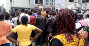 Banks overwhelmed as Port Harcourt residents troop out for yuletide withdrawals