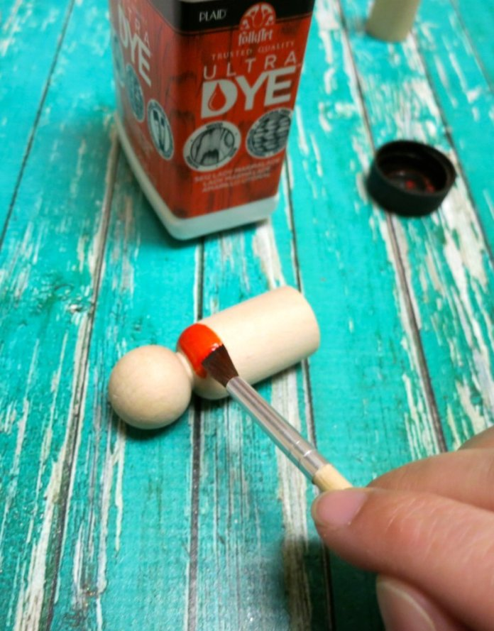 paint the peg doll with Ultra Dye