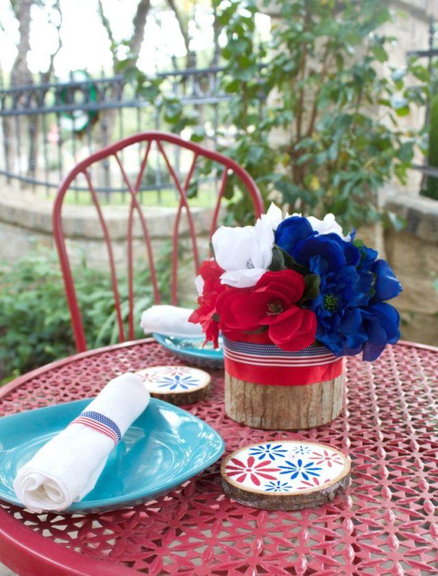 The flowers remind me of bursting fireworks! It's pretty & patriotic at the same time. Have fun crafting this floral Fourth of July table decor!