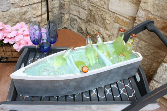 Make a boat cooler for all your summer parties. Learn how to turn a wood boat shelf into a waterproof, insulated cooler for any event.