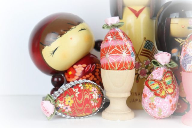 Make washi paper eggs to create decor for your home this spring. I show you a no mess way to adapt this beautiful Japanese craft.