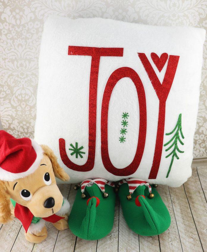 use glitter HTV to make a christmas pillow