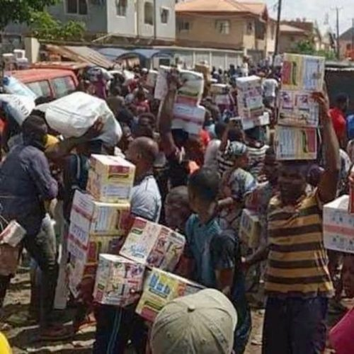 Nigerians in rampaging hunt for hidden COVID-19 palliative warehouses