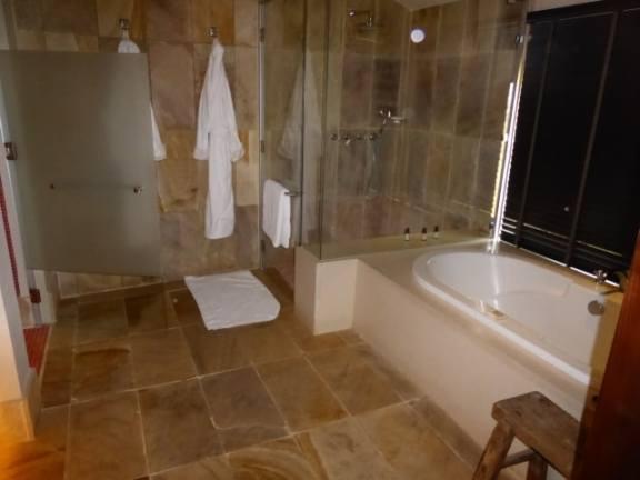 Spacious bathroom at the Four Seasons Lodge
