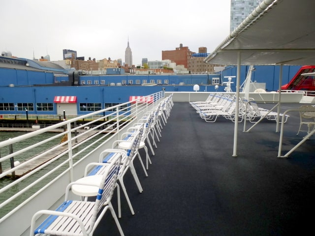 Expansive open deck