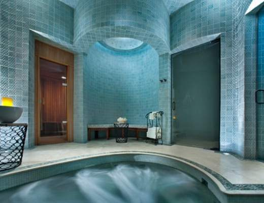 Whirlpool tub (Credit: Capella Pedregal)