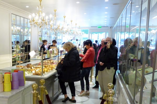 The busy shop on Rue Royale