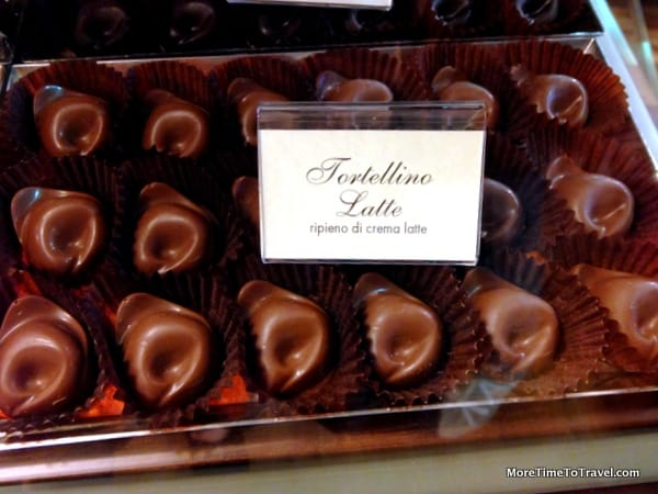 Totellino, navel shaped chocolate version of the pasta specialty of Bologna