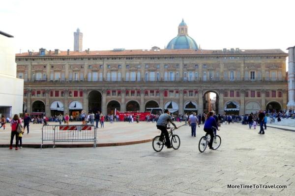 View of Palazzo dei Banchi and the green dome of Santa Maria della Vita in the background.