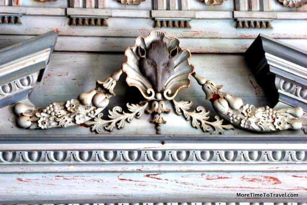 Intricate moldings details inside
