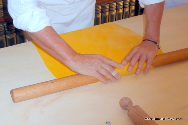 Luisa shows us how to roll out the sfoglia (dough) for the pasta