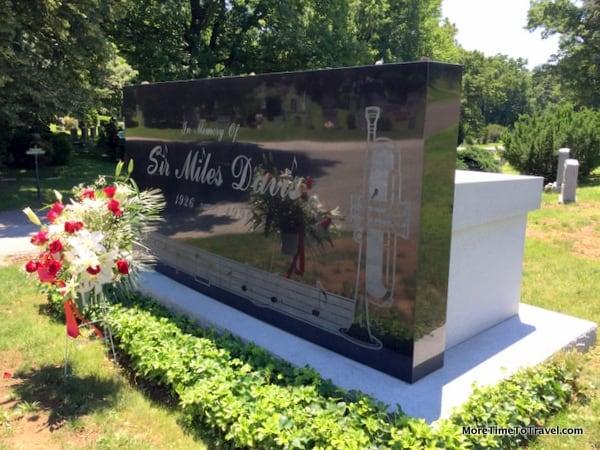 """Grave of """"Duke"""" Ellington (1926-1991)"""