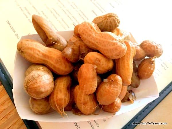 Warm, boiled peanuts