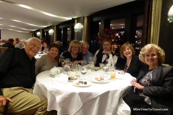 Round tables make fast friends on the AmaSonata
