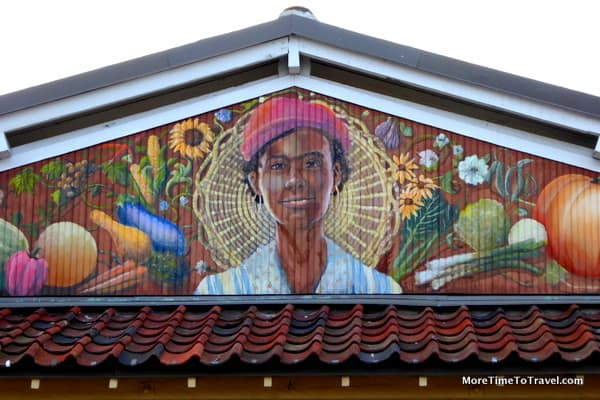 Iconic mural at Charleston City Market by artist David Boatwright